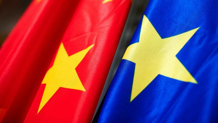 Bandeiras da China e União Européia